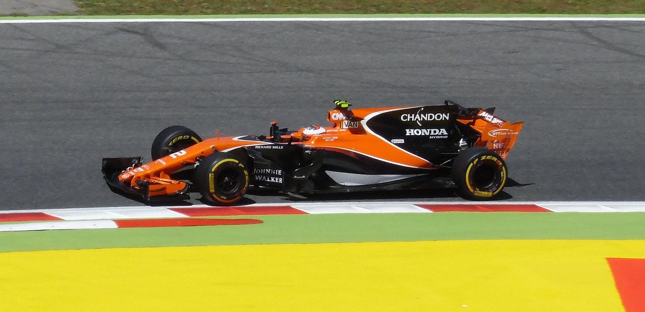 Formel 1 bil på tävling